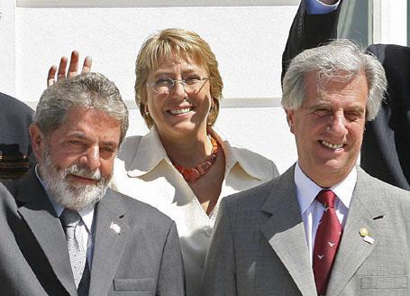 (From left to right) Presidents 'Lula' Da Silva (Brazil), Michelle Bachelet (Chile), Tabare Vazquez (Uruguay)
