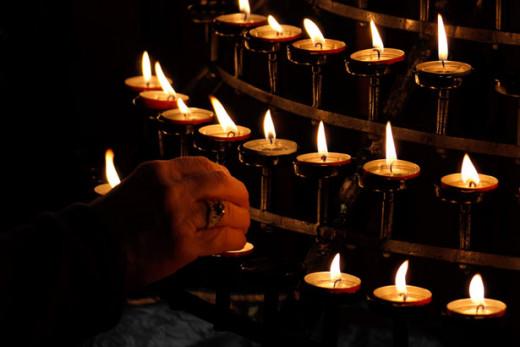 Petr Kratochvil/candle lighting