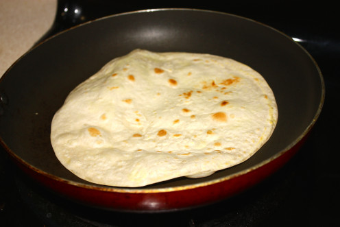 In the mean time cook your tortilla. Here you can use pre-cooked version of tortillas that are available in the market or you can cook up an uncooked tortilla immediately before you prepare the quesadillas. I personally prefer the later procedure.