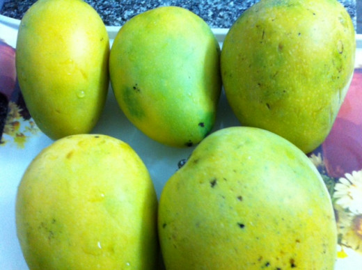 Delicious ripened mangoes on the beach10must watch