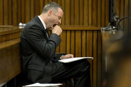 Between Oscar Pistorius yawning in court, he spent most of his time passing notes to the defence team