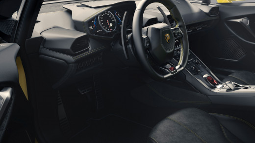 The front interior of the Lamborghini Huracan.