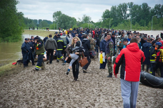 Military evacuate citizens in Obrenovac, Serbia