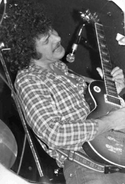 Bloomfield blazes away on his Les Paul