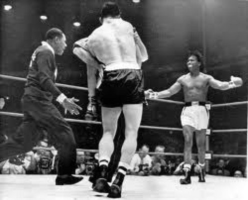 Sugar Ray Robinson regained the middleweight title by landing a perfect left hook to the chin of Gene Fulmer in the 5th round.
