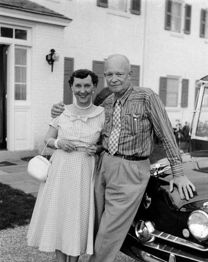 File:President & Mrs. Dwight D. Eisenhower 39th wedding anniversary at their farm in Gettysburg, Penn.jpg