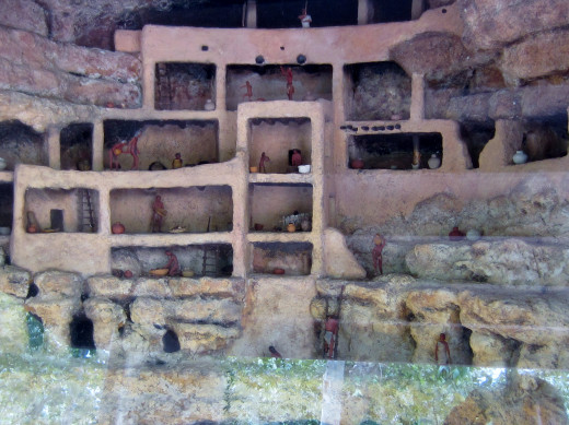Diorama displaying rooms in Montezuma Castle and daily activities of original inhabitants.