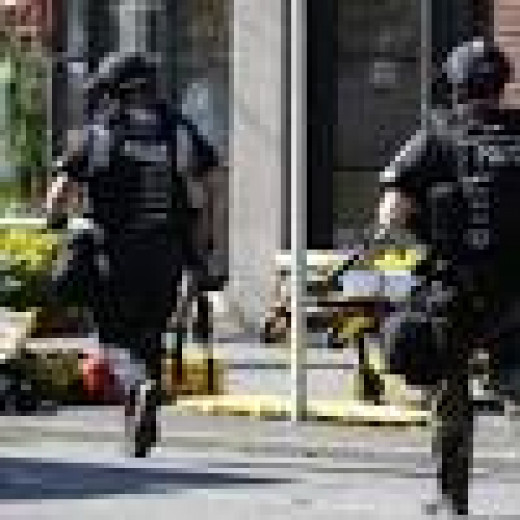 Seattle Pacific University cops running into school