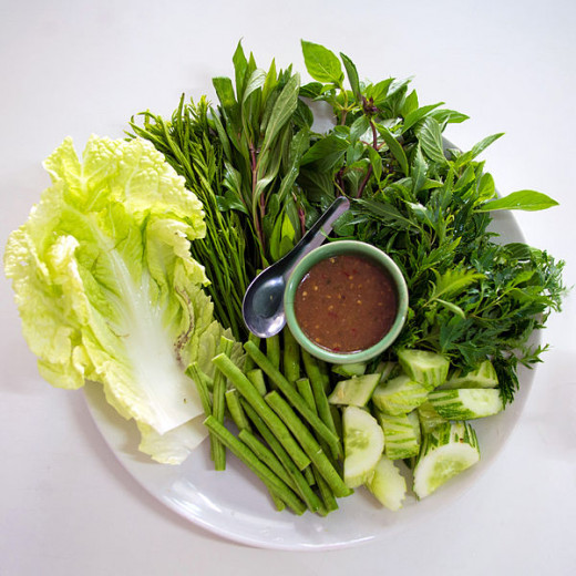 Vegetable platter with nam phrik kapi