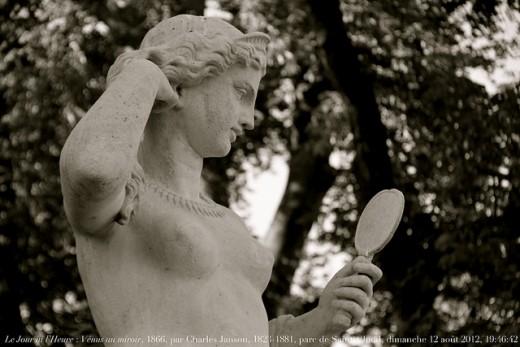 Le Jour ni l'Heure statue (woman statue)