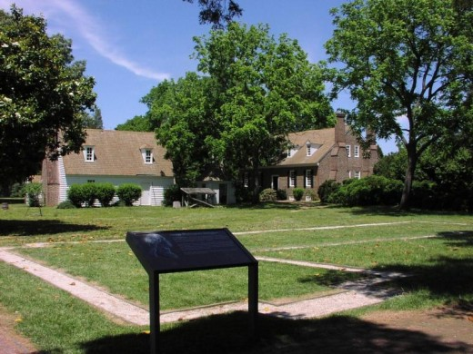 Washington's birthplace is designated with a historical marker at the site of the home's foundation.