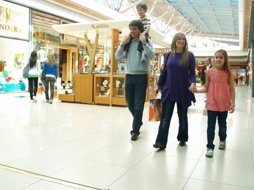 Creative Commons image family shopping together.