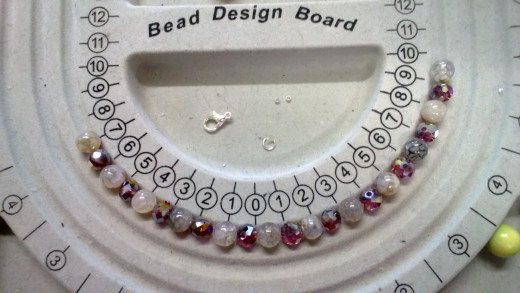 The components and the laid-out beads.