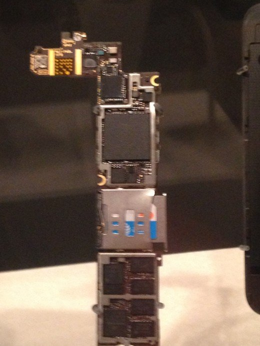 """SAME GPS RECEIVER WITH REST OF CELLPHONE ELECTRONICS (i DID SAY SOMEWHAT MODERN).  bY CONTRAST, THE GPS RECEIVER I WORKED ON WITH THE AIR FORCE IN 1985 TO INSTALL ON AIRCRAFT MEASURED 24"""" X 18' X 12""""!"""