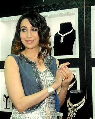 """""""FOR MORE BOLLYWOOD HOT ACTRESS NEWS CLICK ON THE ABOVE IMAGE"""" Bollywood News and Gossip VISIT BISCOOT SHOWTYM FOR FULL STORY CLICK BELOW : http://www.biscoot.com/showtym Karisma Kapoor inaugurated the Glamour jewellery exhibition in Mumbai."""