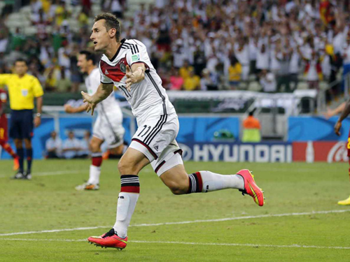 Miroslav Klose celebrates his 15th FIFA world cup goal which equalised with Ronaldo's top scorer record