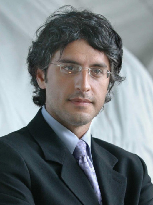 Author Reza Aslan