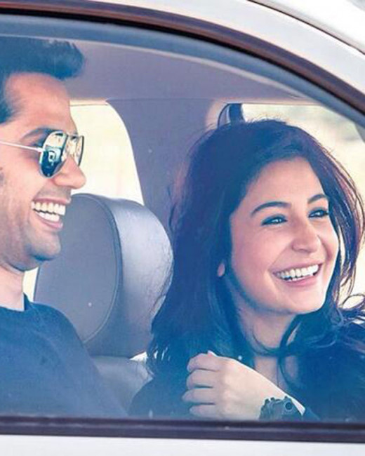 Get latest Bollywood News and Gossip VISIT BISCOOT SHOWTYM FOR FULL STORY CLICK BELOW : http://www.biscoot.com/showtym All smiles for Anushka Sharma, who dons a producer's hat with the film, NH10. The 26-year-old actress clicked here along with her