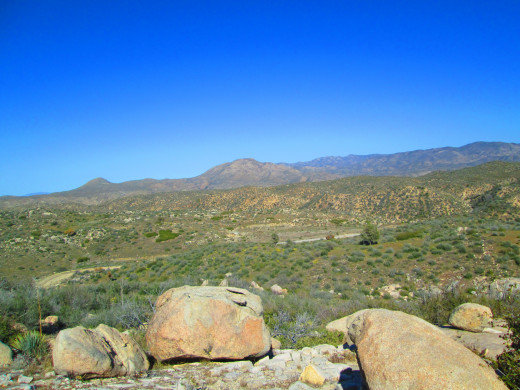 Another view of the boulders and Mount Luna in the distance.