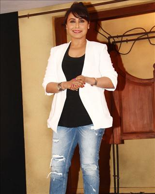 Bollywood News and Gossip VISIT BISCOOT SHOWTYM FOR FULL STORY CLICK BELOW : http://www.biscoot.com/showtym Rani Mukerji feels she has put on weight lately and wants to look like a tough cop during the promotions of Mardaani.