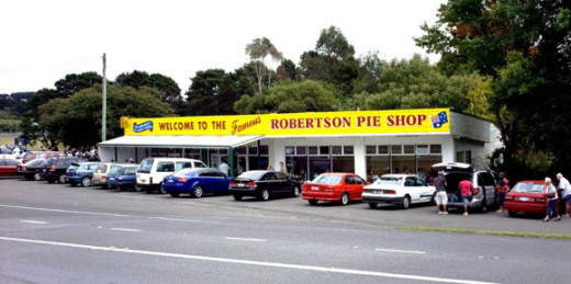 Front side of the Robertson Pie Shop on the Illawarra Highway, Robertson (NSW)