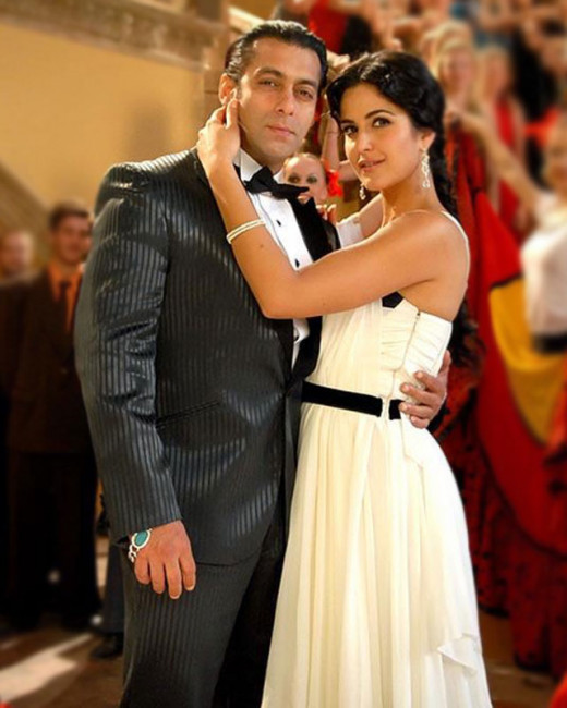 Recently we heard that Katrina turned to her ex boyfriend Salman for help. Watch this video for the full scoop. Visit Biscoot Showtym for more: http://www.biscoot.com/showtym