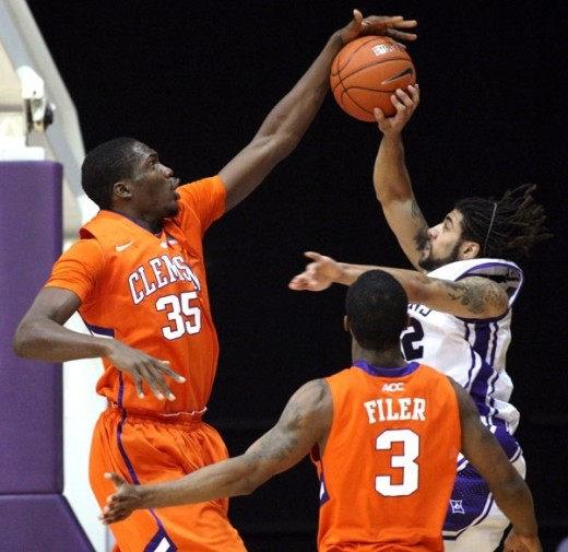 Clemson junior center Landry Nnoko