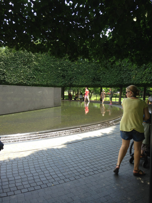 KOREAN VET MEMORIAL WALL REFLECTING POOL