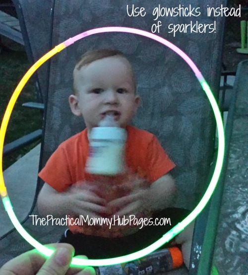 Use glowsticks instead of sparklers this 4th of July!