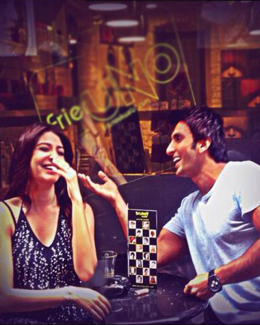 Looks like all's well between exes Ranveer Singh and Anushka Sharma now. bollywood latest couples hot news only on Biscoot Showtym : http://www.biscoot.com/showtym