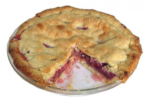 Rhubarb pie with a short-crust pastry piecrust.