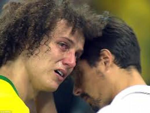 David Luis in  tears
