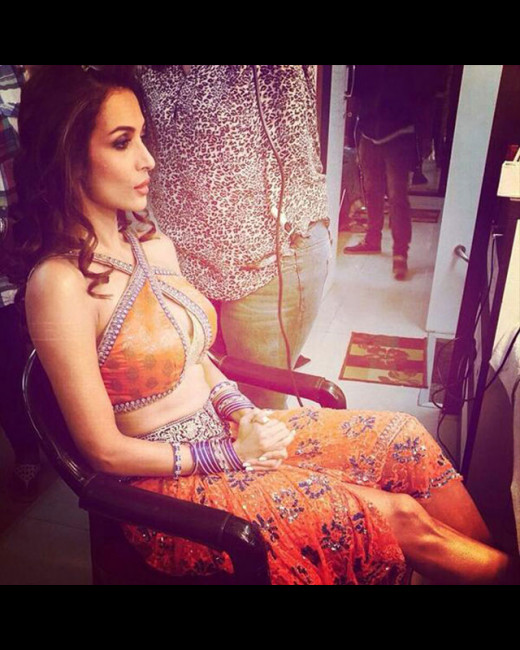 Yummy mummy of Bollywood Malaika Arora Khan shot her next sexy item song Pop Ragini, for her husband Arbaaz Khan's production, Dolly Ki Doli. Biscoot Showtym bring you all B Town news.http://www.biscoot.com/showtym