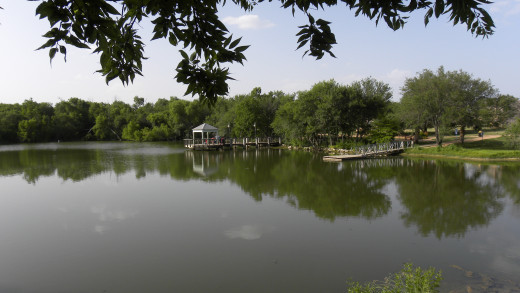 Mills Pond Fishing Pier and floating dock Austin TX