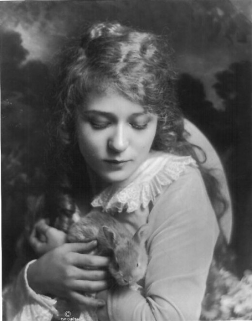 Publicity still of Mary Pickford.