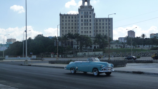 Hotel Nacionale and a typical classic Cuban car