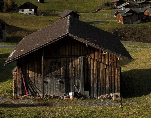 An old barn can be a legitimate landmark, if it is the only one on the road.