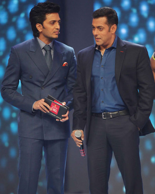 Get latest Bollywood News and Gossip VISIT BISCOOT SHOWTYM FOR FULL STORY CLICK BELOW : http://www.biscoot.com/showtym Not in his wildest dreams, must Salman Khan have imagined that his buddy  Ritesh Deshmukh's Marathi film, Lai Bhaari would cause a