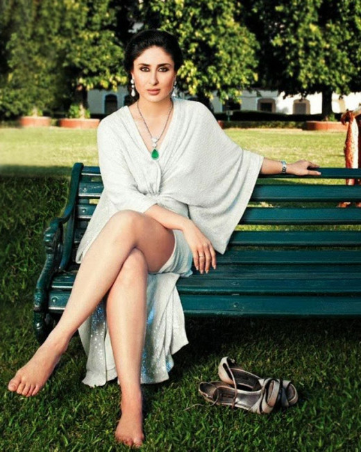 Bollywood News and Gossip VISIT BISCOOT SHOWTYM FOR FULL STORY CLICK BELOW : http://www.biscoot.com/showtym Over the last few months, Kareena Kapoor Khan has rejected multiple films, including Sujoy Ghosh and Karan Johar's next ventures.