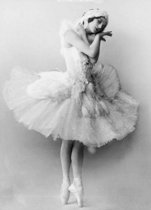 "Anna Pavlova as ""The Dying Swan""."