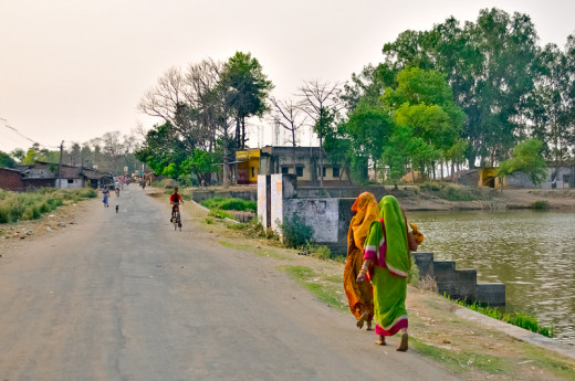 Roadside glimpse of a small tribal village