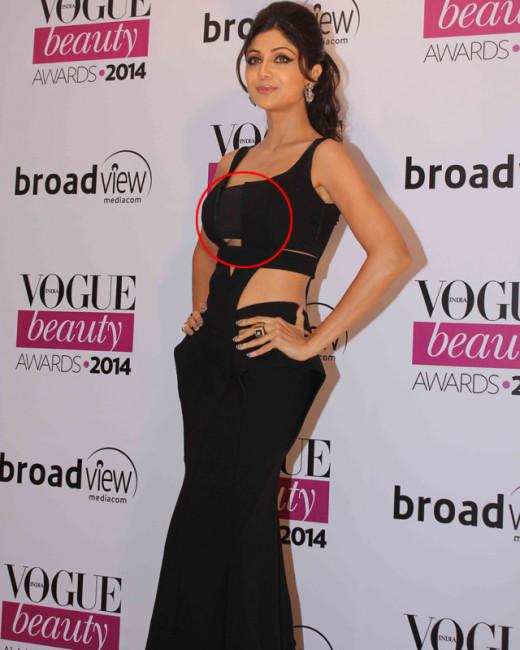 Shilpa Shetty's unfortunate wardrobe malfunction at Vogue beauty awards 2014.Shilpa Shetty reveals too much at Vogue beauty Awards 2014.B Town diva Shilpa Shetty looked stunning as they walked the red carpet of Vogue Beauty Awards 2014.