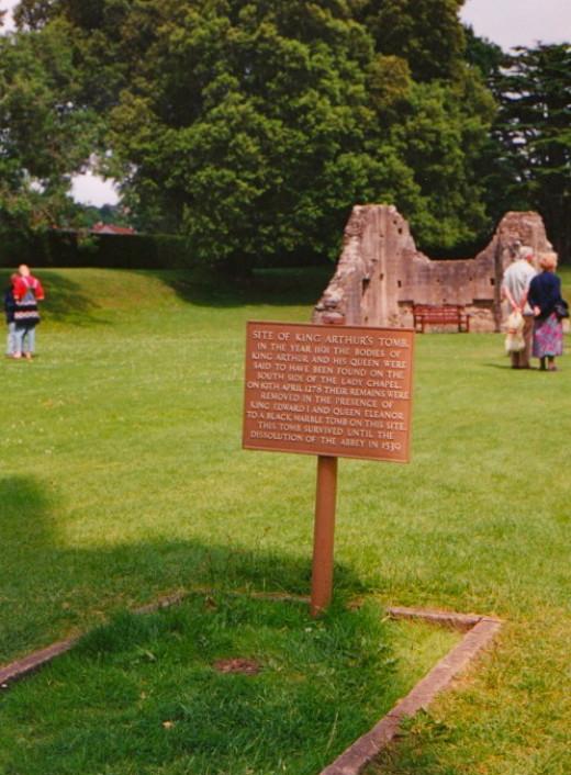 Plaque standing by Arthur's Tomb (transcript below)