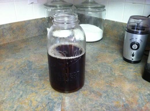 Cool sweet tea in 1/2 gallon mason jar