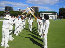Gard of Honour to Muttiah Muralitharan after crossing Courtney Walshe's 519 wickets record in Test matches.