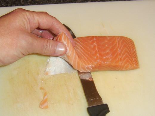 Skinning the salmon fillet