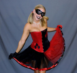 How to Cosplay Harley Quinn (Burlesque)