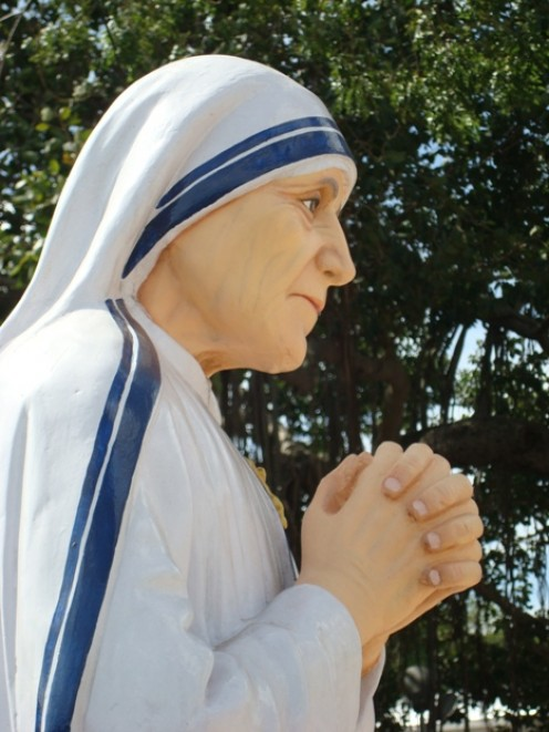 A statue of Mother Theresa.  http://StThomasMount Theresa by Sa.balamurugan - Own work. Licensed under Creative Commons Attribution-Share Alike 3.0 via Wikimedia Commons - http://commons.wikimedia.org/wiki/File:StThomasMount_Theresa.JPG#mediaviewer/F