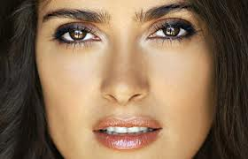 Salma Hayek has dark eyes and a gorgeous complexion. Natural beauty only needs lipgloss