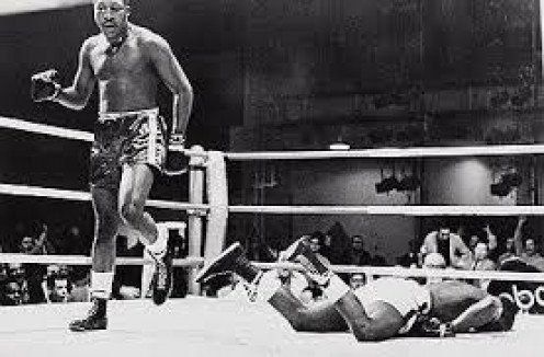 Leotis Martin scored a one punch 9th round knockout of former heavyweight champion Sonny Liston.